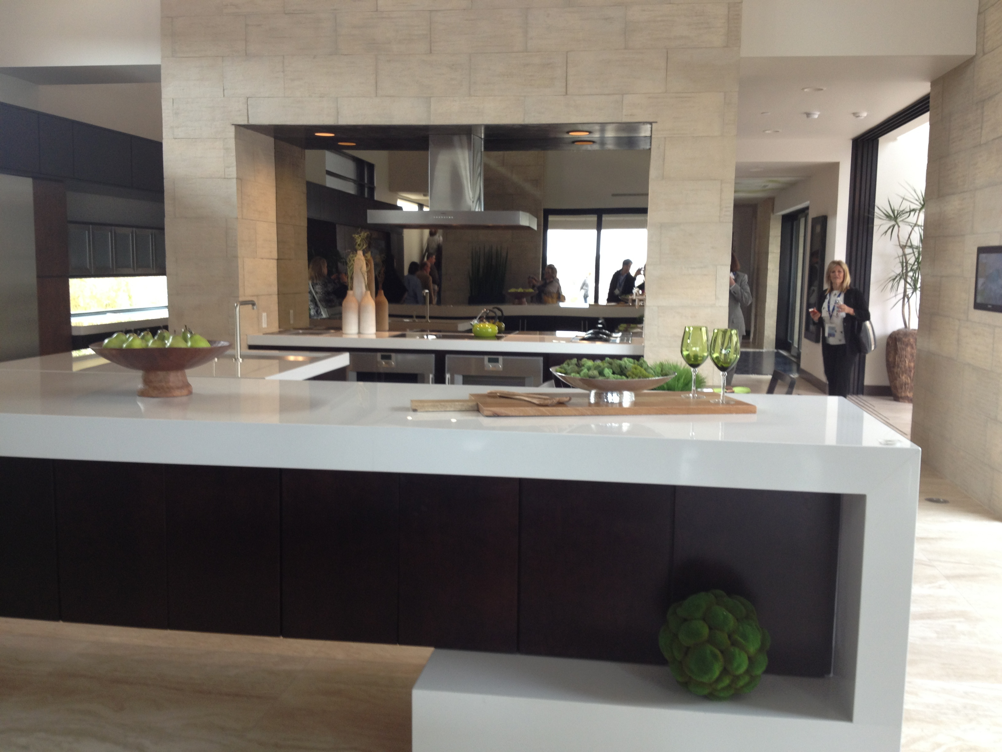 The Kitchen Island Curves And Wraps In 2013 Trade Secrets By Jorge